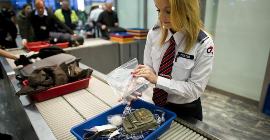 SIKKERHETSKONTROLLEN: En rekke gjenstander blir stoppet i sikkerhetskontrollen på Gardermoen daglig. Noen er mer åpenbart forbudt å ta med om bord i flyet enn andre. Arkivfoto: HÅKON EIKESDAL