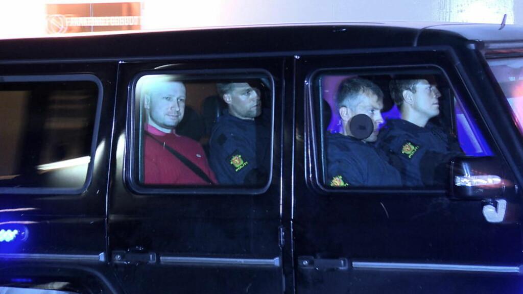 NEKTER Å LA SEG AVHØRE VIDERE: Hvis ikke politiet signerer en kontrakt om at Breiviks PC forblir på cella hans videre i varetekt og over i soning, benytter han seg retten til å ikke la seg avhøre videre.  Foto: Øistein Norum Monsen / DAGBLADET