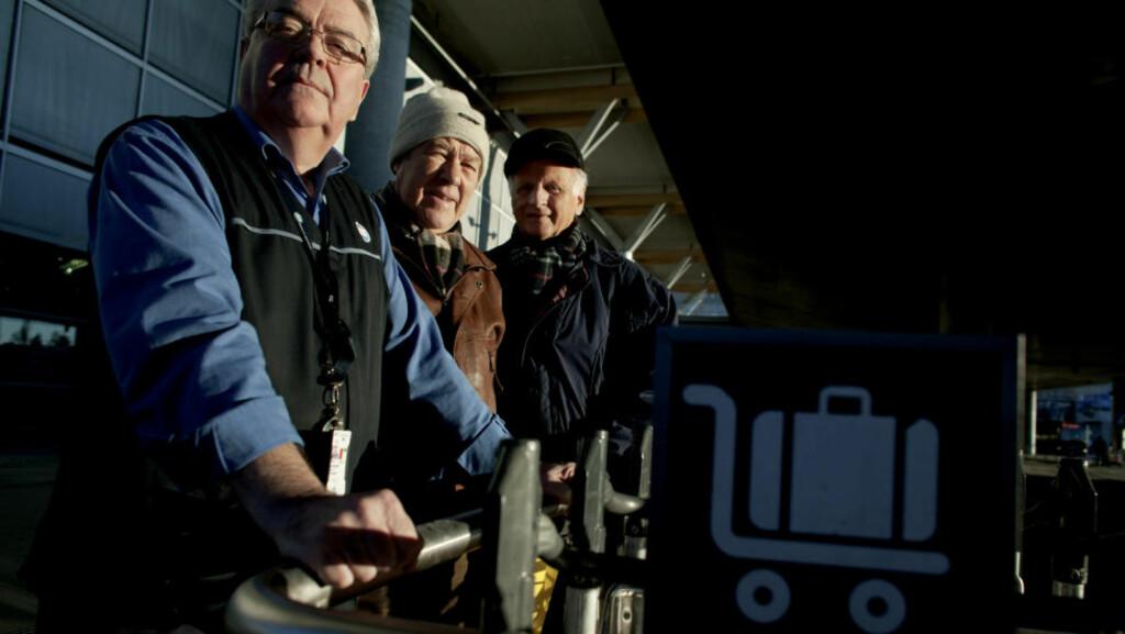 SLUTTER I PROTEST: Pensjonistene Jan Alf Severinsen (67), Torgeir Odd Petersen (77) og Asbjørn Eggum (73), har alle jobbet som trallebetjenter på Oslo Lufthavn Gardermoen. Nå orker de ikke mer, og slutter i protest. Foto: TORBJØRN GRØNNING/DAGBLADET