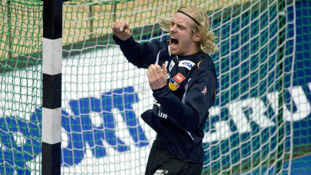<strong>IKKE NOE MINUS:</strong> Island-keeper Bjørgvin Pall Gustavsson ser gjerne at Norge følger med videre fra gruppe D. Foto: AFP/ATTILA KISBENEDEK