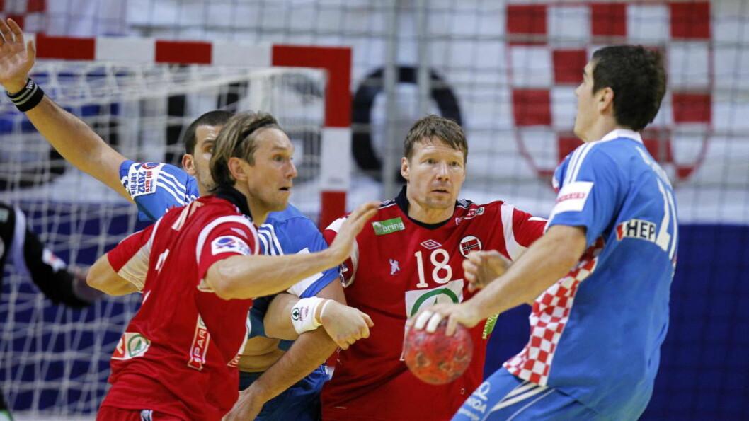 <strong>STØTTER SLOVENIA:</strong> Johnny Jensen (i midten) mener Norge ville gjort det samme som Slovenia i tilsvarende situasjon. Foto: Gorm Kallestad, Scanpix