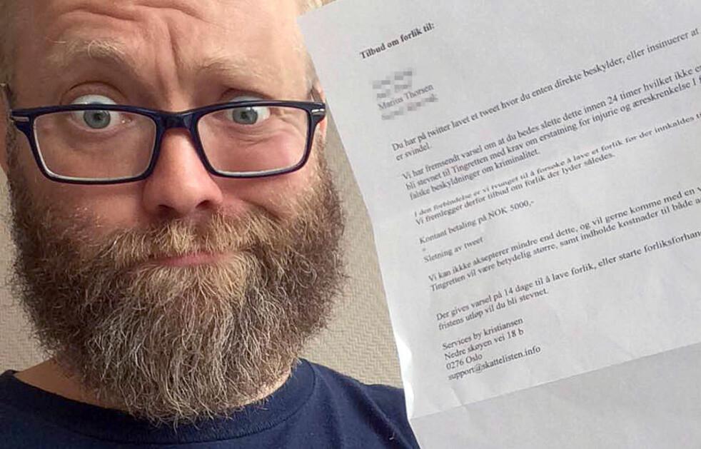<strong>LO HØYT:</strong> Da Marius Thorsen fikk dette brevet fra Skattelisten.info, etter å ha skrevet på Twitter at selskapet drev med svindel og utpressing, gjorde han ikke annet enn å le høyt. I artikkelen kan du se hva han gjorde med brevet. Foto: Privat