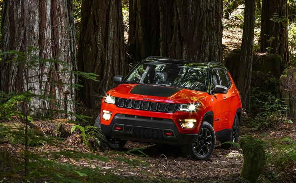 TØFFERE: Nye Jeep Compass vil erstatte begge de utgående modellene Compass og Patriot. Selv om noen stilelementer beholdes, er designen mer i tråd med Jeeps terrengbil-tradisjoner. Foto: Jeep