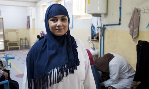 FRA PASIENT TIL LEDER: Karima har jobbet for Røde Kors sin klinikk i over 20 år. FOTO: Mari A. Mørtvedt / Røde Kors