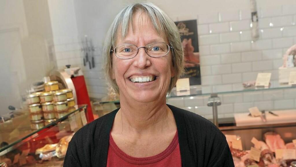 INGEN SØTA BROR: Den svenske legen Annika Dahlqvist mener vi kan kurere mange sykdommer ved å kutte ned på karbohydratene og øke inntaket av fettrike oster, kjøttvarer og annet animalsk fett. Helst bør vi koke alt i meierismør, mener hun. FOTO: Marianne Otterdahl-Jensen