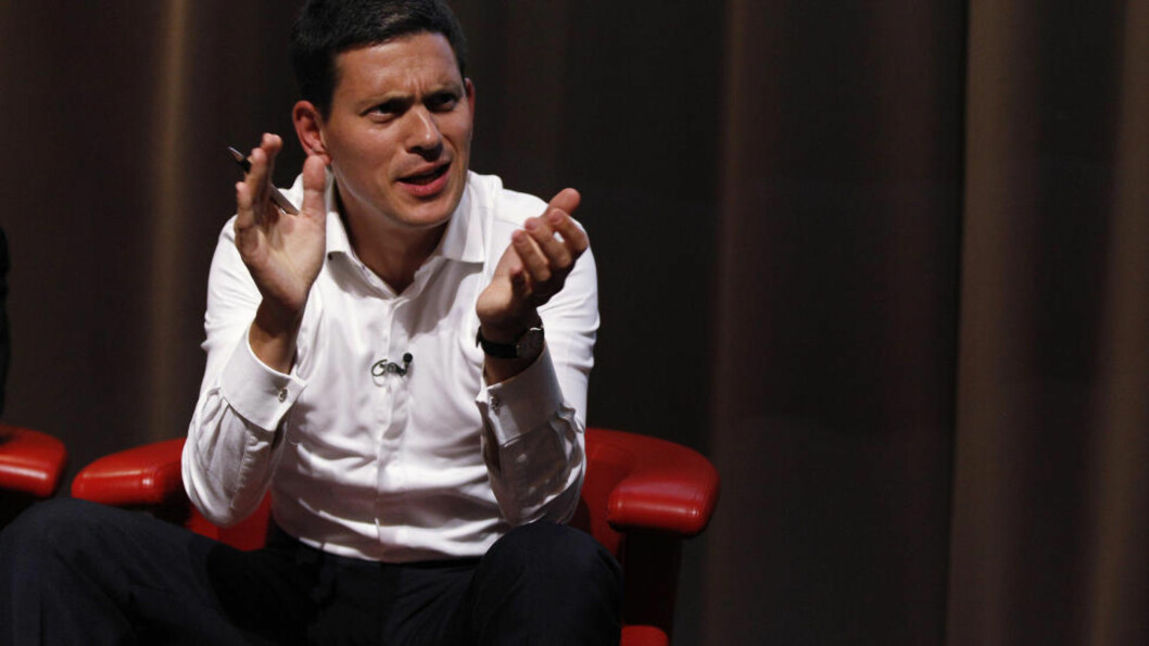 <strong>FULL STØTTE:</strong> David Miliband har i stor grad trukket seg unna den offentlige politiske debatten for å unngå å skygge for Ed Milibands Labour-lederskap. I går gjorde han et unntak da han talte til en mindre forsamling under landsmøtet i Liverpool. Foto: Scanpix