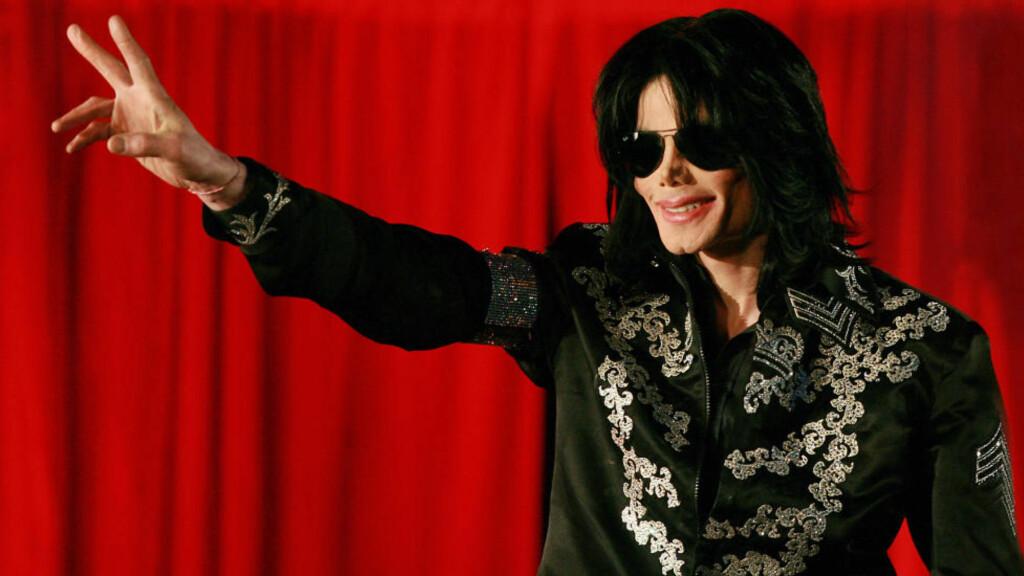 SISTE OPPTREDEN: Pressekonferansen på O2-arenaen i London i mars 2009 var en av Michael Jacksons siste offentlige opptredener.  25. juni samme år døde han av en overdose. I dag må Jacksons lege møte i retten tiltalt for drap. Foto:  AFP PHOTO/Carl de Souza