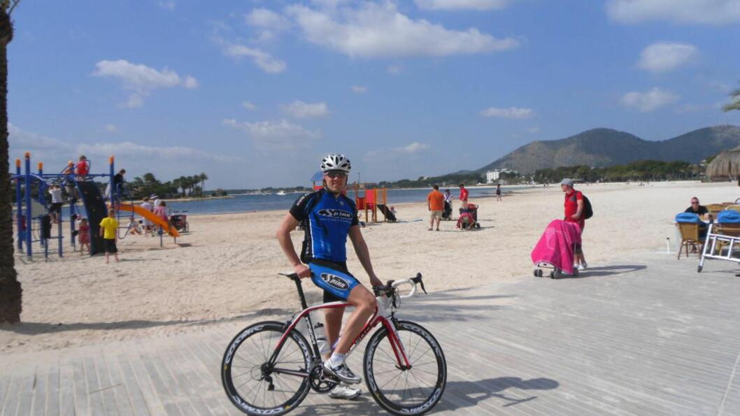 <strong>FRASTJÅLET:</strong> Lars Wessel Hansen (28) ble frastjålet sykkelen til 60 000 kroner mens han var på treningsleir på Mallorca. Han snur ikke ryggen til en ulåst sykkel igjen. FOTO: Privat