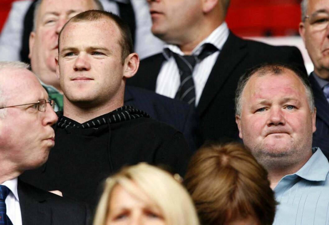 <strong>ARRESTERT:</strong> Wayne Rooneys far, Wayne Rooney senior (t.h.) ble i går arrestert i sitt hjem mistenkt for å være involvert i en tippesvindel i en kamp mellom Motherwell og Hearts i den skotske ligaen.Foto: SCANPIX/EPA/PETER BYRNE