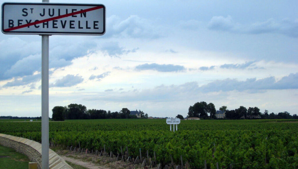 «GUDELAND»: På vei ut av St. Julien åpenbarer et vakkert vinlandskap seg. Foto: KEN C. ENGEBRETSEN