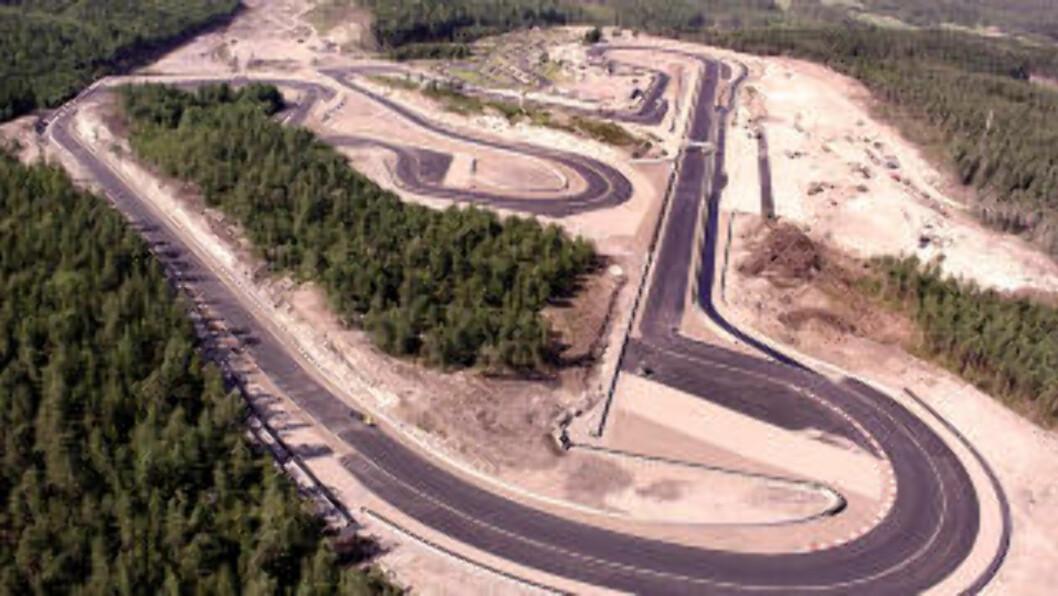 <strong>SPEKTAKULÆRT:</strong> Racerbanen på Rudskogen Motorsenter byr på 3,3 kilometer med utfordringer.