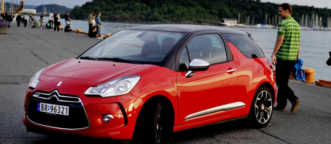 <strong>FJORÅRETS FAVORITT:</strong>  Den lille sjarmøren Citroën DS3 var bilen som vant folkets hjerter i fjor. Likevel nådde den ikke til topps i jurykåringen.  Foto: JOHN T. PEDERSEN