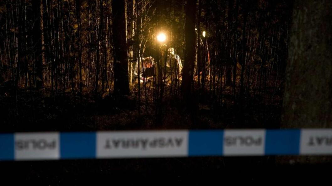 <strong>SIKRET SPOR:</strong> Kriminalteknikere jobbet i natt på stedet der fireåringen ble funnet. Foto: EXPRESSEN
