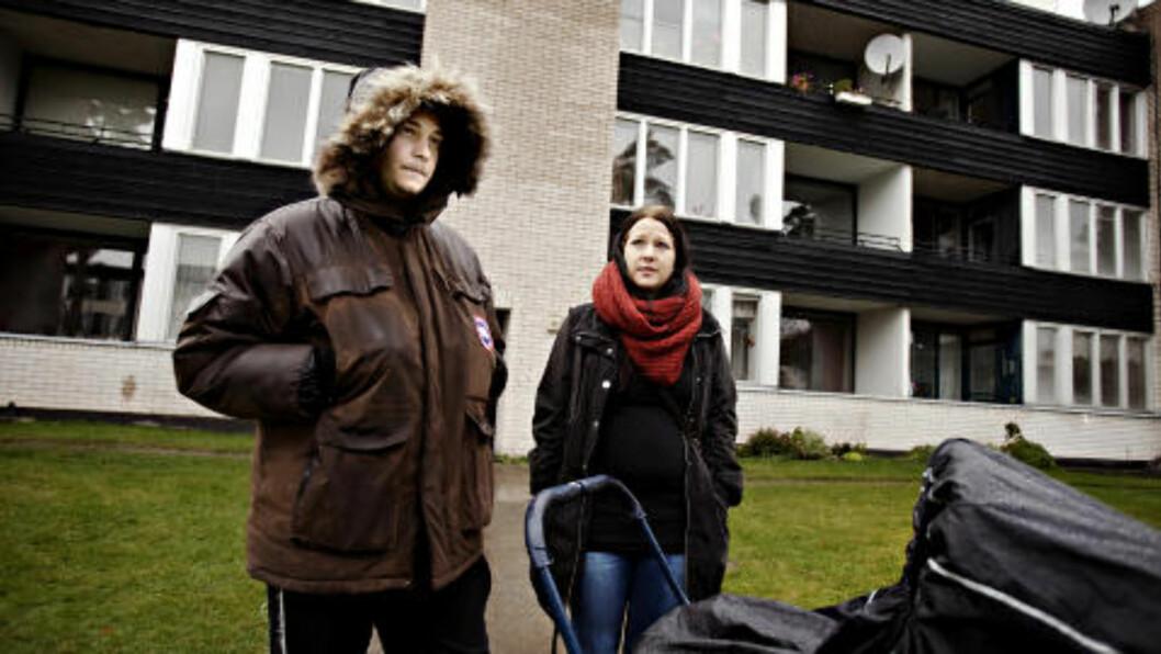 <strong>GA TIPS:</strong> Jimmy Fäderlid (22) og Kristina Meijers (22) med sønnen Noah (2,5 mnd), ga i går tips til svensk politi i Ljungby, Sverige. Foto: Kristian Ridder-Nielsen / Dagbladet.