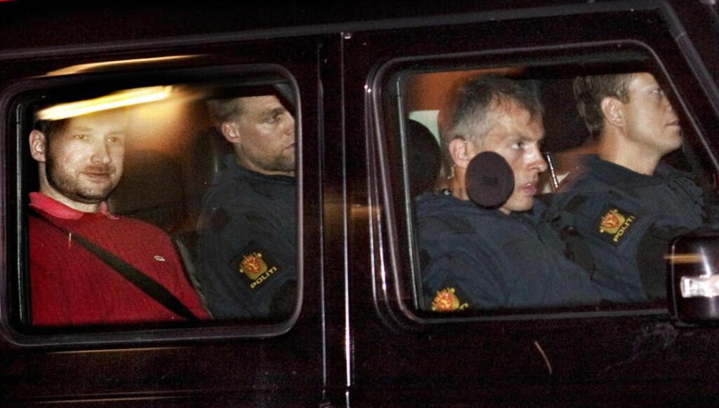 MAGERT: Breivik liker kanskje Lacoste, men med inntekta han legger for en dag er det ikke mange plagg han får kjøpt. Her er terroristen avbildet på fra et fengslingsmøtet, Foto: Nina Hansen / Dagbladet