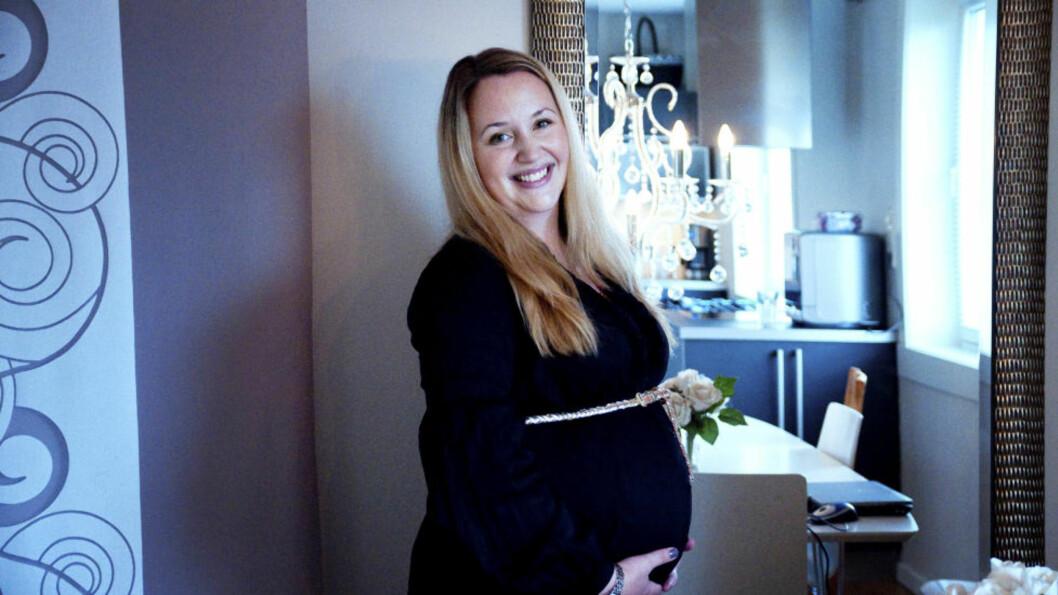 <strong>AMMEPRESS:</strong> Ina Bekkevold (26), gravid i sjuende måned, har opplevd det ammepresset barne- og familieminister Audun Lysbakken snakker om. Hun takker Lysbakken for å ha reist debatten. Foto: Melisa Fajkovic.