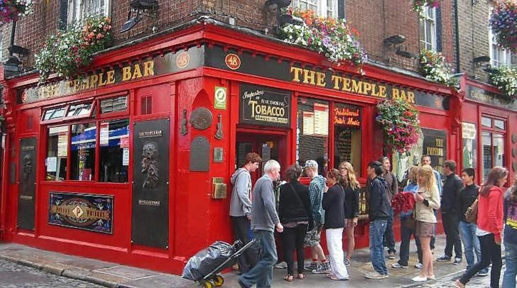 <strong>POPULÆR:</strong> Puben The Temple Bar er en av mange puber i området med samme navn. Foto: HILDE NORDLUND