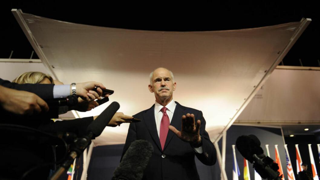 <strong>PRESSET:</strong> Georgios Papandreou er hardt presset fra alle kanter etter at han varslet en gresk folkeavstemming om EUs krisepakke. Internt i EU fordømmes forslaget, mens hans egen regjering slår sprekker. Foto: Lionel Bonaventure/AFP/Scanpix