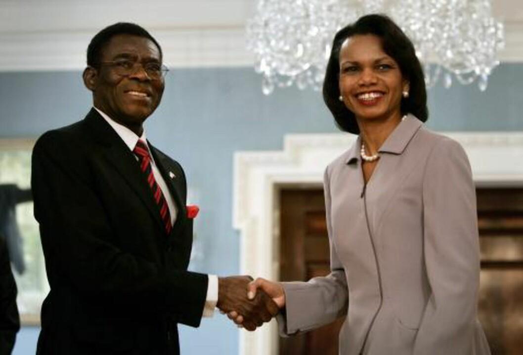 GODE BUSSER: Mann tror CIA varslet om kuppet. Etter at USA først slaktet landet i UD-rapporter, var president Teodoro Obiang Nguema plutselig på besøk hos Condoleezza Rice. Foto: Reuters/Jason Reed/Scanpix