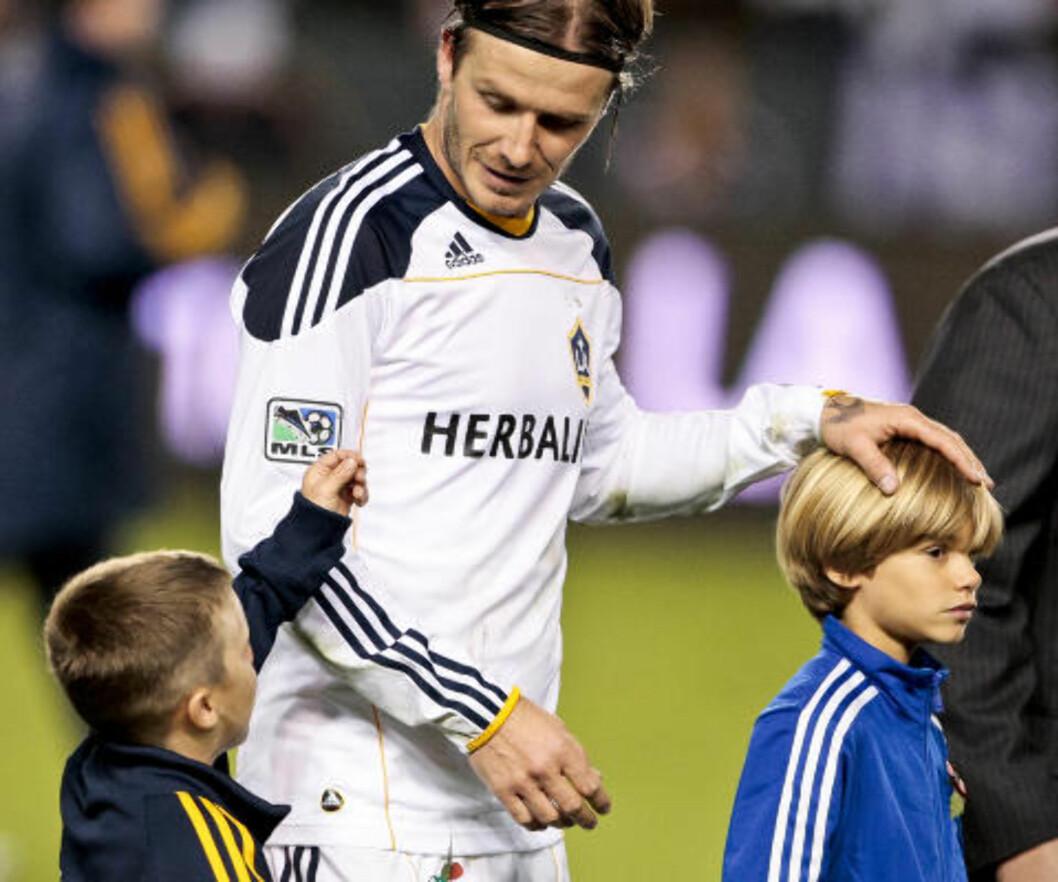 <strong>FEIRET MED GUTTA:</strong> Beckham sammen med sønnene Cruz (t.v.) og Romeo etter kampen. Foto: Bret Hartman, AP/Scanpix