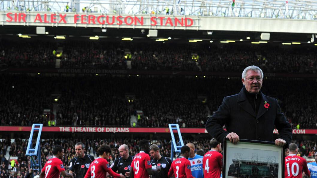 <strong>VISSTE INGENTING:</strong> Manchester United- manager Alex Ferguson - og mange med ham - ble tatt på senga da klubben lørdag avduket det nye skiltet på den største tribunen på Old Trafford: «Sir Alex Ferguson Stand». Foto: Glyn Kirk, AFP/Scanpix
