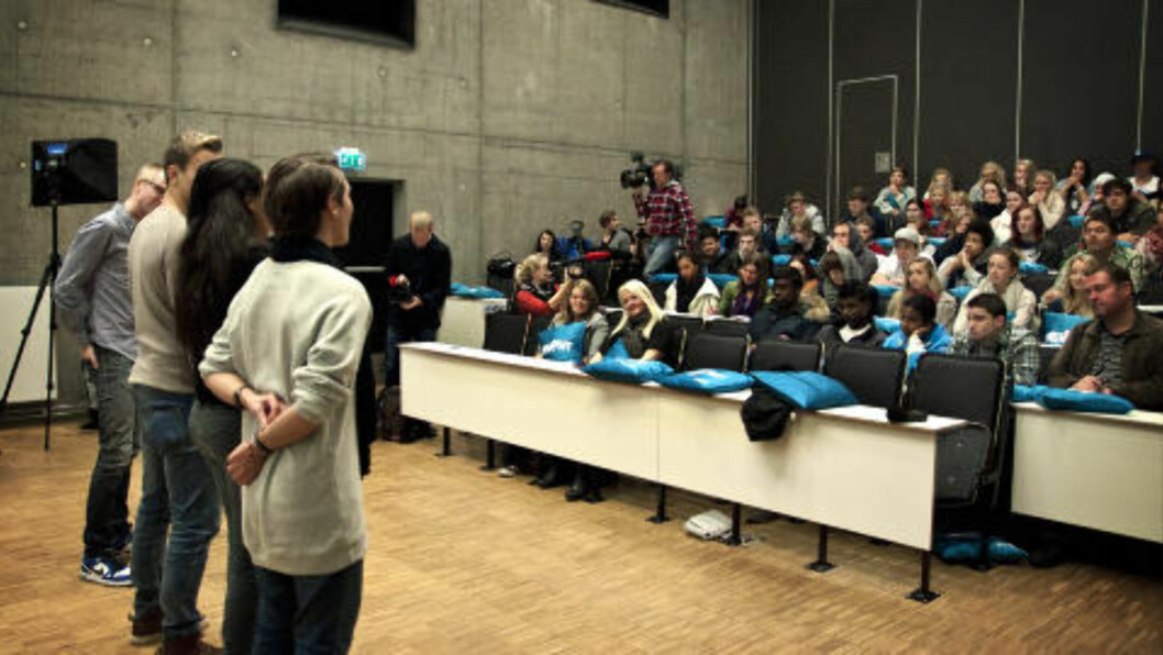 <strong>PUBLIKUM:</strong> Flere 2.- og 3.-klasseelever ved videregående skole var til stede under dagens førpremiere. Programlederne var fornøyde med at de lo og ble flaue på «de rette stedene». Foto: Melisa Fajkovic / Dagbladet