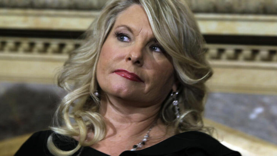 <strong>SEXANKLAGER:</strong>  Sharon Bialek holdt i går en pressekonferanse, hvor hun beskyldte Herman Cain for å ha forgrepet seg på henne.  Foto: AP Photo/Richard Drew)