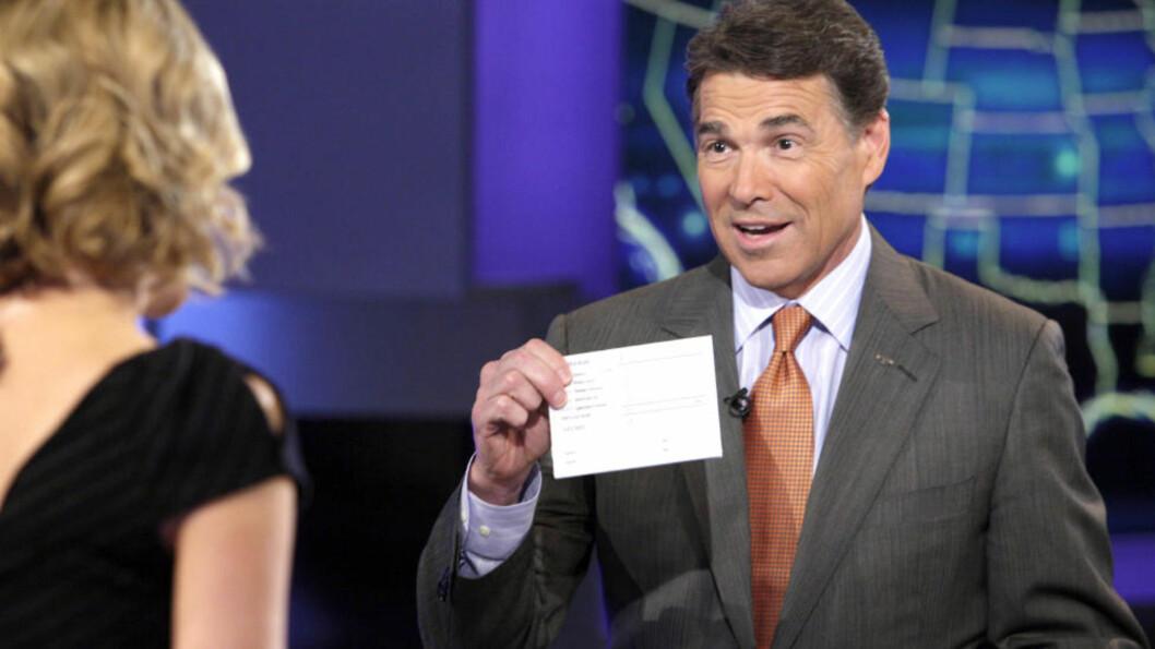 <strong>KANOSSAGANG:</strong> Rick Perry måtte i kveld dra fra tv-studio til tv-studio i et forsøk på brannslukking etter det mange var en uopprettelig fadeseopptreden i nattas tv-debatt. Foto: Richard Drew / AP / SCANPIX