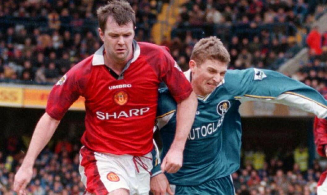 Chelsea - Manchester United 3-5 . Tore Andre Flo i aksjon mot Gary Pallister og David Beckham