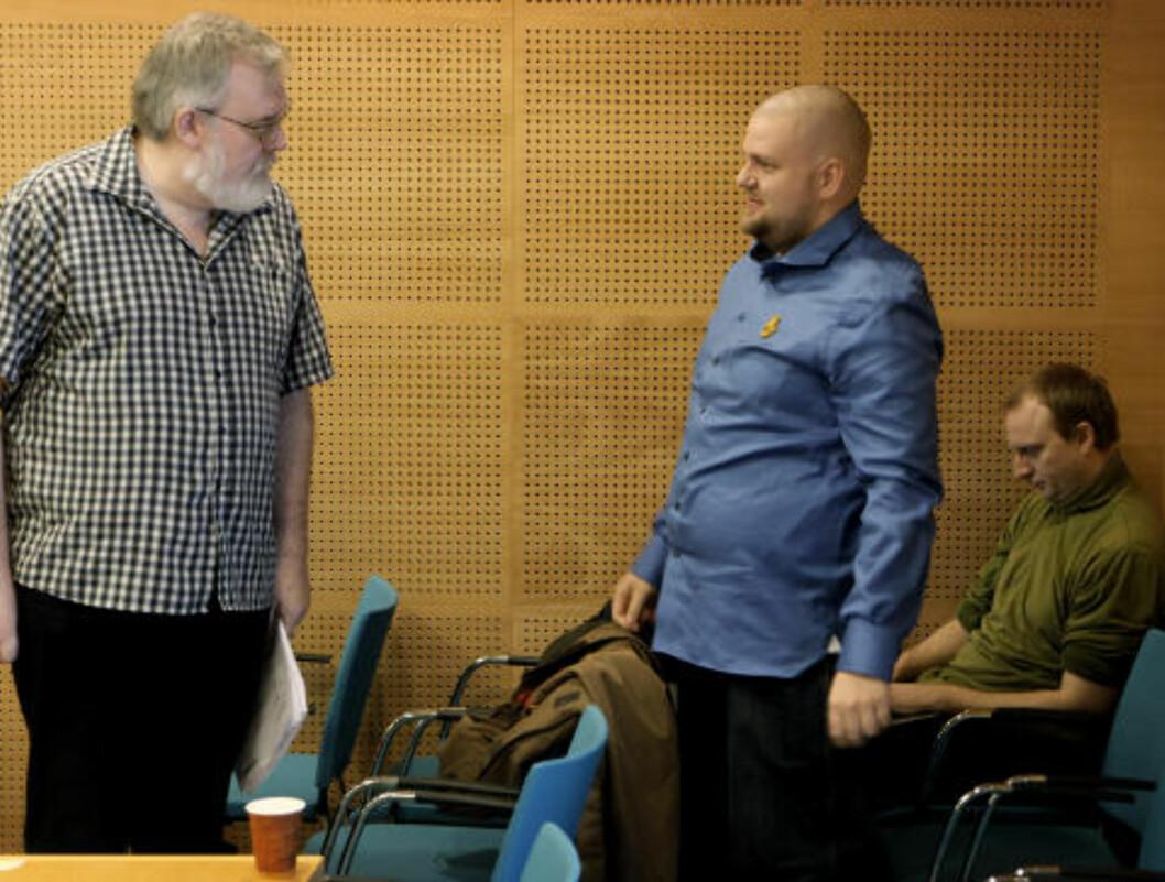 <strong>I RETTEN:</strong> Fra venstre: Kjell Gunnar Larsen, nestleder Kenneth Fuglemsmo og ansatt Henrik Ormåsen, som også er 1. vara til arbeidsutvalget i SOS Rasisme. Foto: ERLING HÆGELAND/Dagbladet