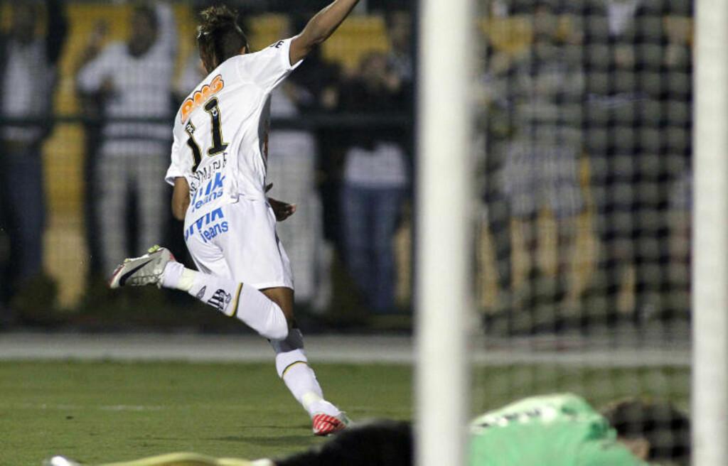 MÅLSCORER: Det er slik europeiske storklubber ønsker å se Neymar i sin egen drakt. Her feirer han scoring i nattas finale. Foto: Nelson Almeida, AFP/Scanpix