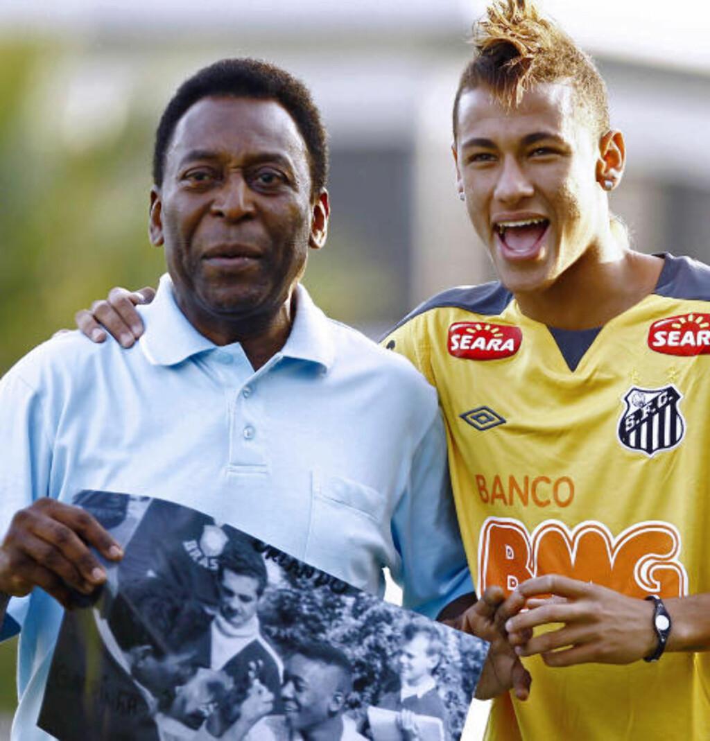 ANBEFALER SPANIA: Den ekte Pele anbefaler 19-åringen som ofte kalles «Den nye Pele» å gå til spansk fotball. Han mener den spinkle teknikeren ikke vil passe inn i Premier League. Foto: Luiz Fernando Menezes, AFP/Scanpix