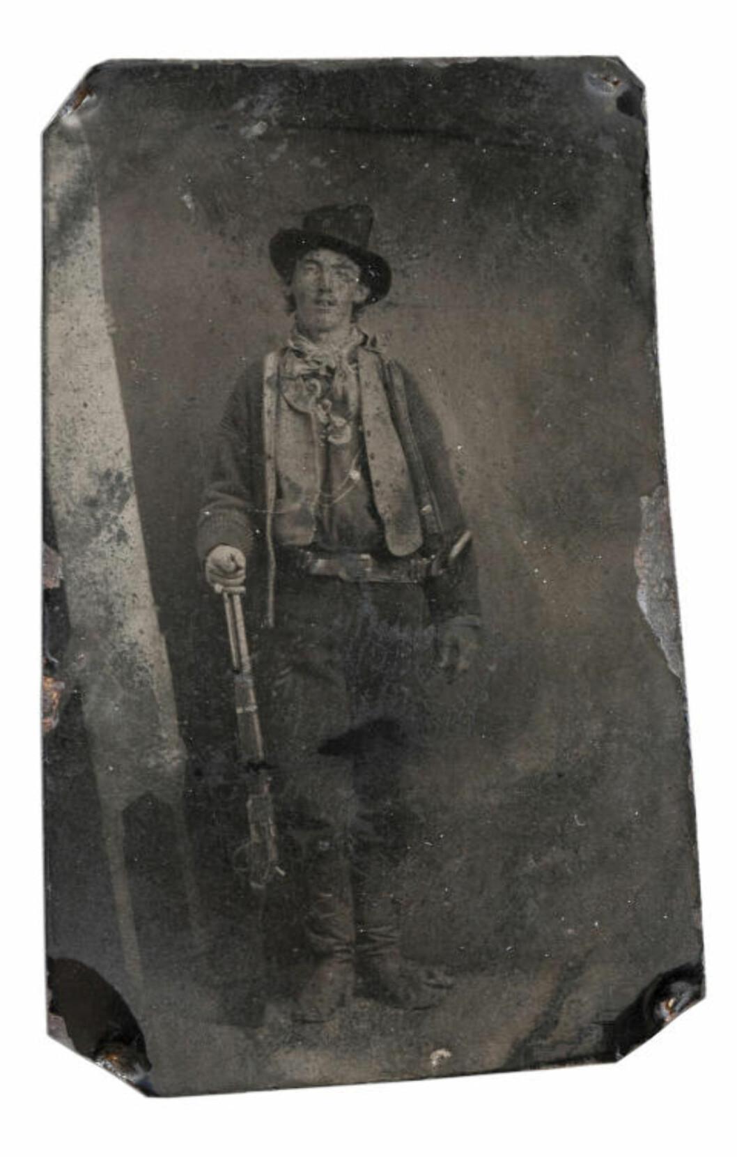 <strong>BILDET:</strong> Dette bildet av Billy the Kid, er tatt i Fort Sumner, New Mexico, rundt 1880. Foto: AFP/Scanpix.