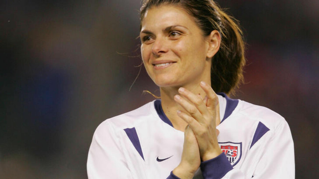 IKKE IMPONERT: Mia Hamm er lite begeistret for dramaqueens - i herrefotballen. Foto:  (Photo by Harry How/Getty Images/AFP)