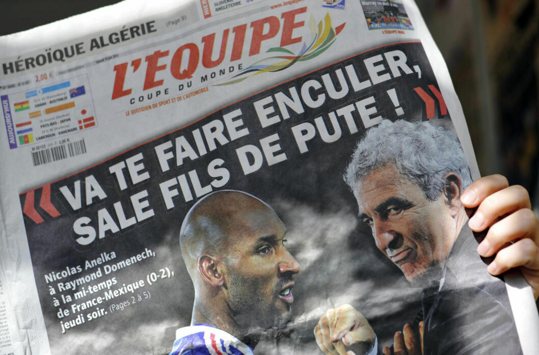 <strong>AVVIST:</strong> Nicolas Anelka kunne ikke motbevise at det mindre pene sitatet fra denne forsida av L'Equipe kom fra hans munn. Dermed fikk den tidligere landslagsspissen ikke medhold i søksmålet mot den franske sportsavisa.Foto: SCANPIX / AFP PHOTO / FILES / JOHANNA LEGUERRE