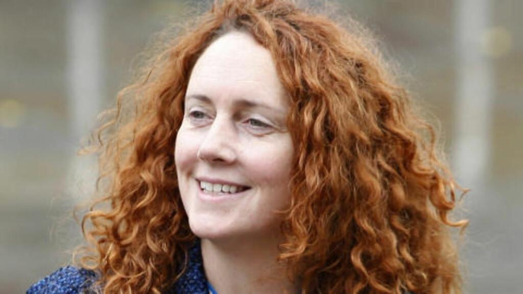 - SJOKKERT: Konsernsjef i News International, Rebekah Brooks, blir i dag bedt om å vurdere sin stilling av lederen av det britiske arbeiderpartiet, Ed Miliband. Selv sier hun at hun er sjokkert over avsløringene. Foto: AP Photo/Jon Super