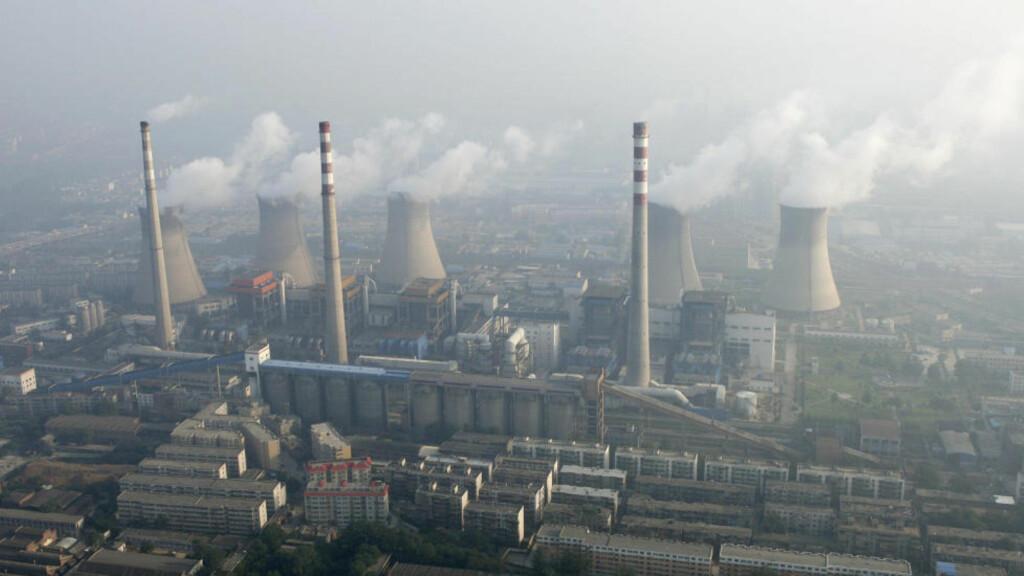 ØKTE UTSLIPP: Samtidig som Kina har økt CO2-utslippene, har svovelutslippene også økt. Dermed har den globale oppvarmingen uteblitt det siste tiåret. Foto: REUTERS/SCANPIX