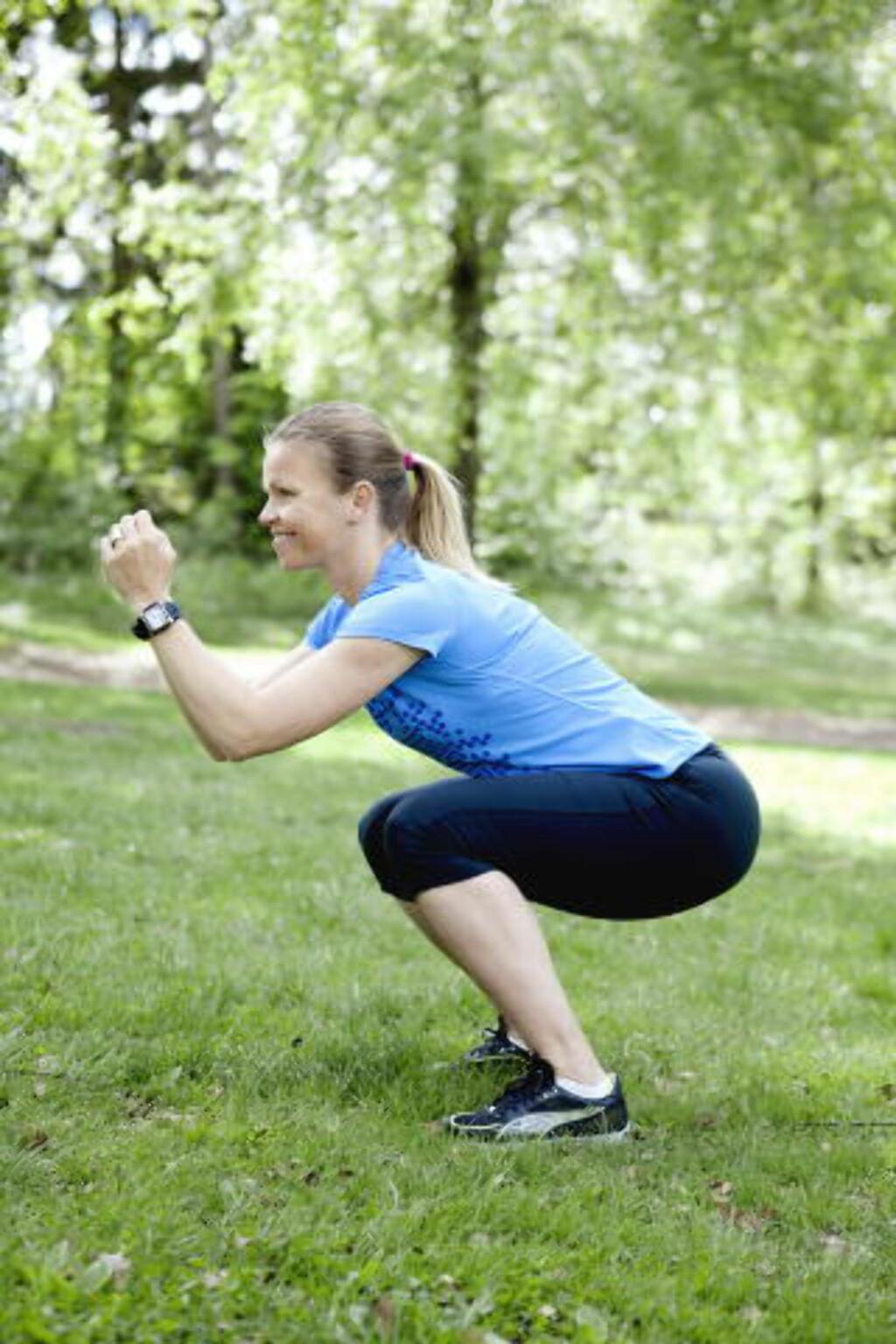 Spensthopp, 30-åra: —Spensttrening er også styrketrening. Det er bra for både muskler og skjelett. Gå dypt ned i knærne før hver sats, og hopp så høyt du kan. Gjenta 8—10 ganger, ta en kort pause og gjenta to runder, sier Jahrmann. Foto: Elisabeth Sperre Alnes