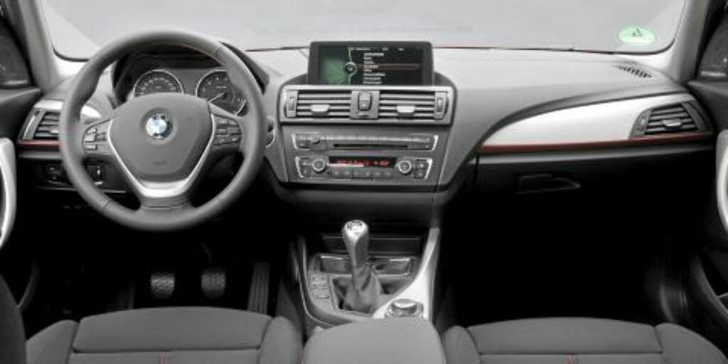 TYPISK BMW: Interiøret har klare BMW-gener, og er enda mer førerorientert enn hos forgjengeren. Foto: BMW