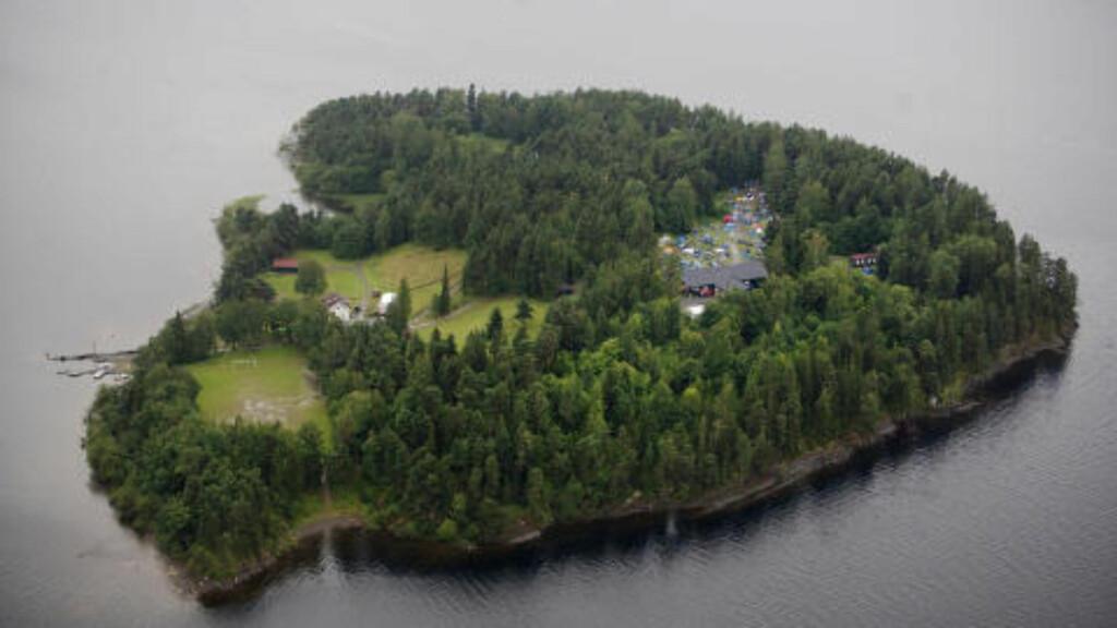 UTØYA: På denne øya i Tyrifjorden ble minst 84 personer drept i går. FOTO: ADRIAN ØHRN JOHANSEN/ DAGBLADET