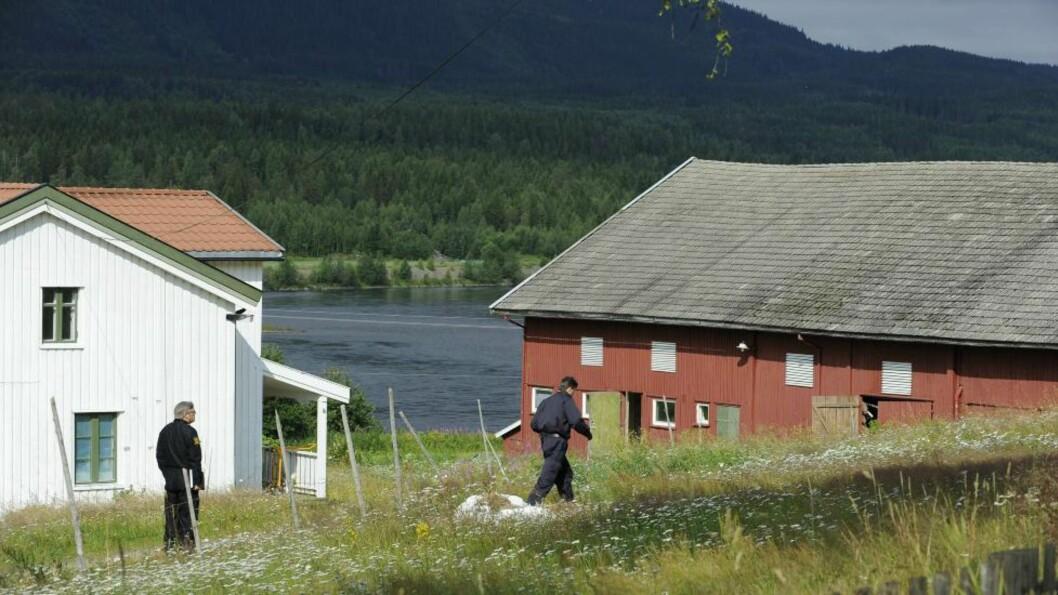 <strong>BODDE HER:</strong> Politiet gjennomsøker gården Anders Breivik har bodd på det siste året, i Østre Åsta. Foto: John T. Pedersen / Dagbladet
