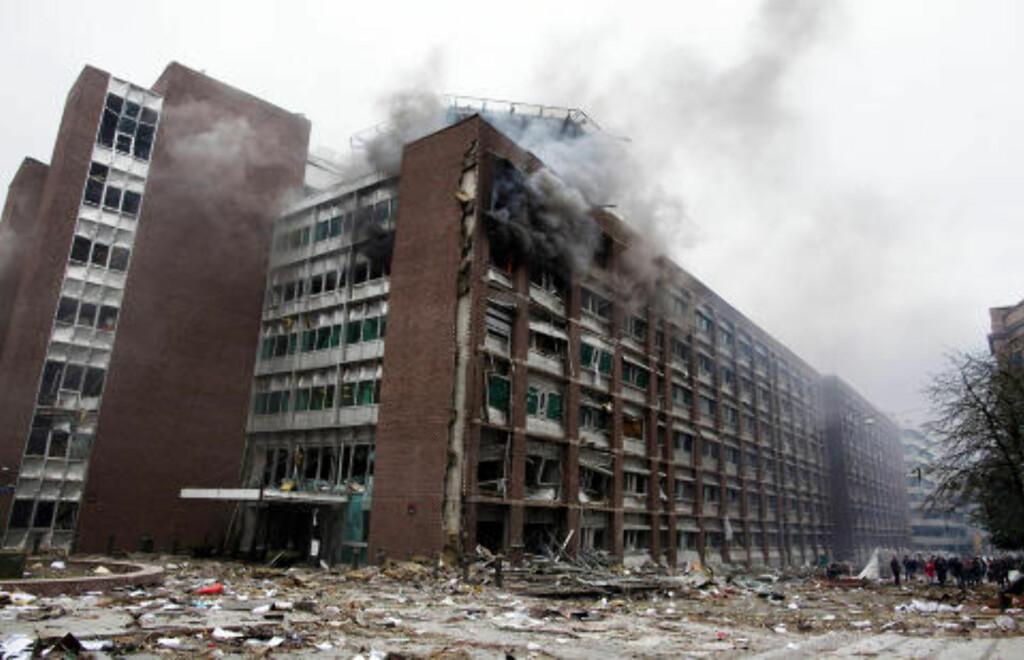 BOMBET: R4-bygget i Regjeringskvartalet ble totalt rasert under bombeangrepet i går ettermiddag. Foto: PER THRANA / REUTERS / SCANPIX
