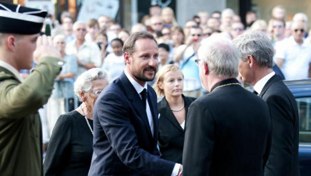 <strong>MINNES OFRENE:</strong> Også kronprins Håkon er til stede.Foto: Øistein Norum Monsen / DAGBLADET