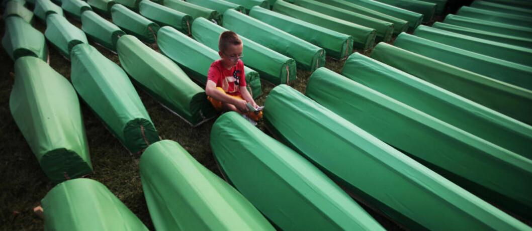 <strong>SPRÅKETS BETYDNING:</strong> I årevis før massakren i Srebrenica hadde muslimer systematisk blitt demonisert i serbisk presse. Bildet er fra en massebegravelsesseremoni for Srebrenica-ofre i juli i år. Foto: Dado Ruvic/REUTERS/SCANPIX