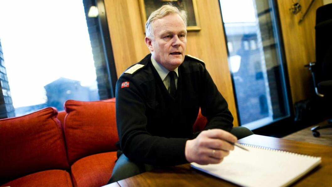 <strong>ANMELDT:</strong> Forsvarssjef Harald Sunde på sitt kontor i Forsvarsdepartementet.  Foto: Håkon Eikesdal