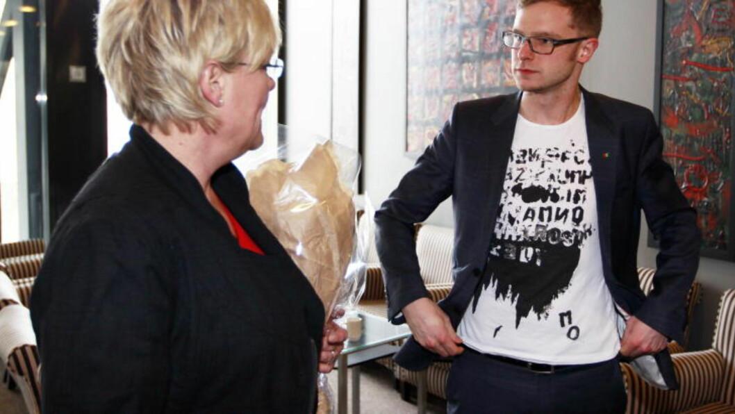 <strong>SINN I KOK:</strong> Ola Borten Moes utspill om at pelsdyrnæringa skal bestå tross Ap og SVs vedtak for en styrt avvikling av næringa, har satt sinnene i kok i regjeringen. Her er SVs Snorre Valen med Kristin Halvorsen. Foto: Lise Åserud / Scanpix