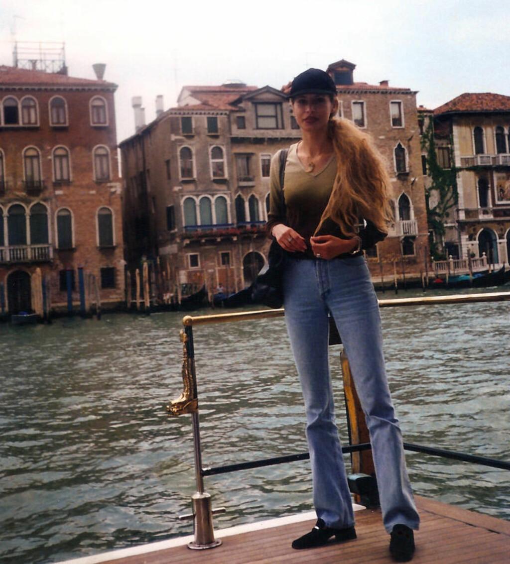 I VENEZIA: Her poserer Aisha Kadhafi i Venezia. Foto: Stella Pictures