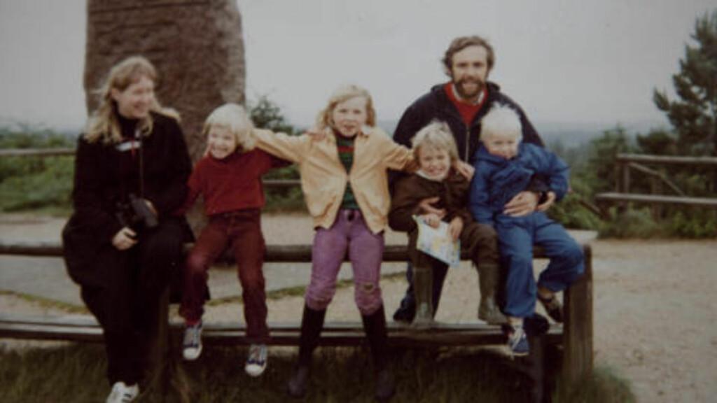 HIPPIEFAMILIEN: Her ser vi Sonja Richter i midten med noen av sine søsken og halvsøsken. Foreldrene praktiserte fri sex i kollektivet. Foto: Privat