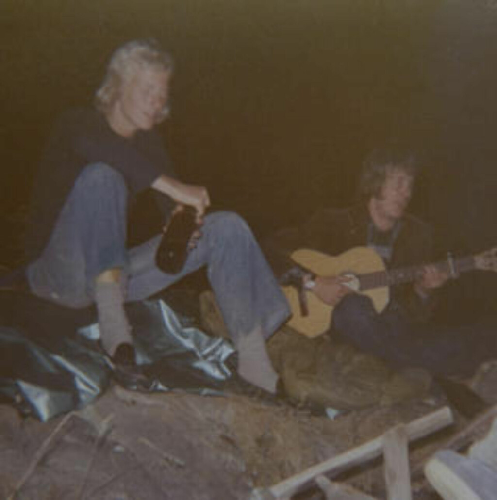 PÅ FEST: Her ser vi Sven Nordin på fest en gang midt på 70-tallet. Jeg var friker, sier han. Foto: Privat