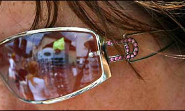 ee69adc2ea54 Du trenger ikke blakke deg for bling-bling. Disse bildene med rosa  strassdetaljer fant